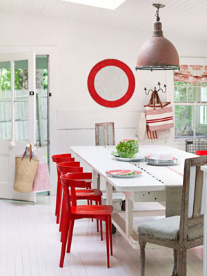 2-red-chair-diningroom-0311-oneill02-mdn-32910287